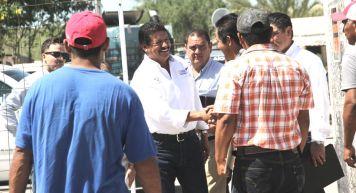 AEl alcalde de La Paz, Armando Martínez entregó apoyos sectores productivos