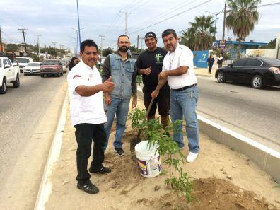 Brito, Meìndez, Soto y Francisco Lino sembrando Palo de Arco