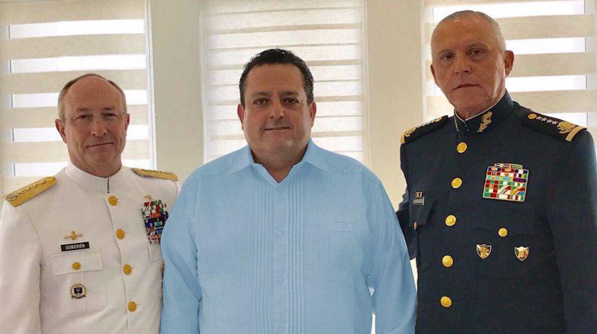 El gobernador Carlos Mendoza con los Secretarios de Sedena y Marina