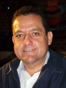 01 Carlos Mendoza Davis