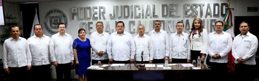 03 El Pleno del Tribunal Superior de Justicia con el Gobernador Carlos Mendoza Davis