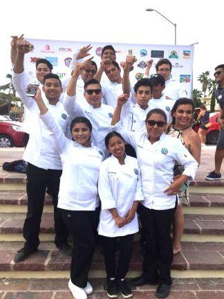 La primera generación del TSU en Gastronomía de la UABCS Los Cabos, obtuvo primer lugar en el Concurso de Sashimi 2018