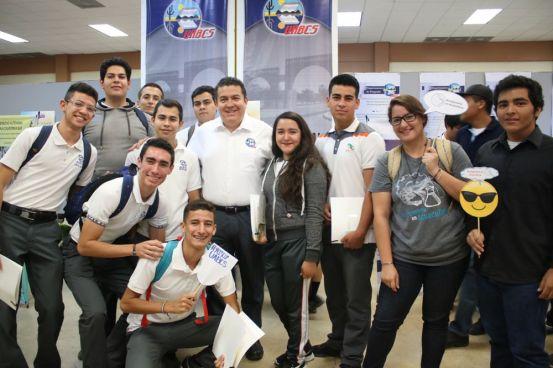 Más de 1,200 alumnos de preparatoria asistieron a la Feria Educativa UABCS-2018, en el marco del 42 aniversario de la institución.