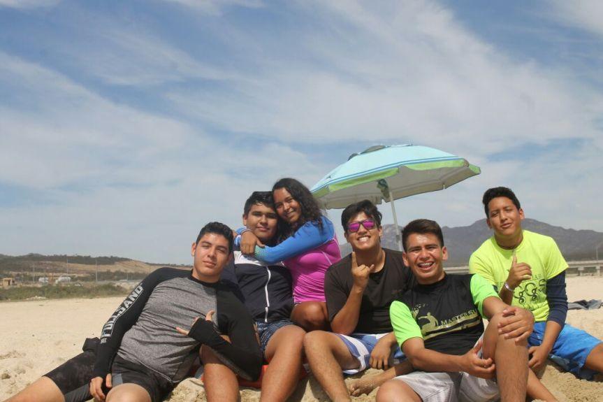 f-4 F.J. Tamayo junto con Daniel, Emily, Alejandro, Chayanne y Simoìn.