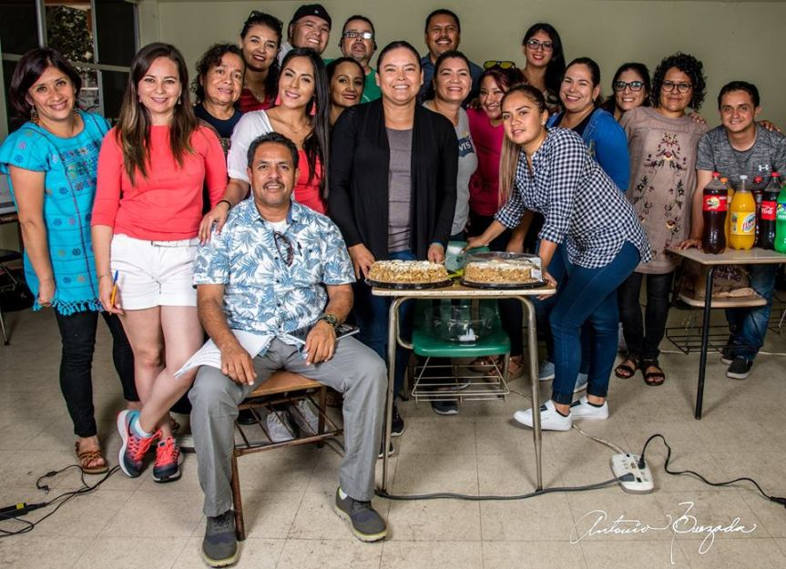 1 festejando a Leticia Aguilar