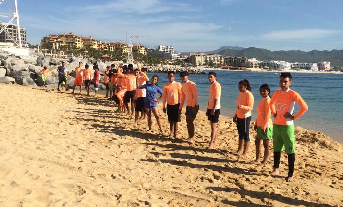 antes de clase en el mar, todos a limpiar la playa 1