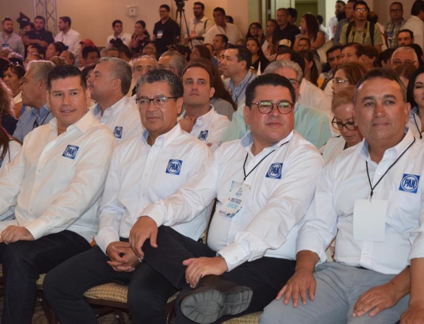 02-serc3a1-uno-de-ellos-el-candidato-a-la-gubernatura